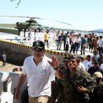 El presidente hondureño, Juan Orlando Hernández, en la inauguración del muelle-helipuerto en la isla Conejo. edh / archivo