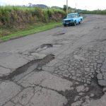 La calle que del cerro Verde conduce al desvío de Izalco, está en pésimo estado. Urge la intervención. Foto EDH / CRISTIAN DÍAZ