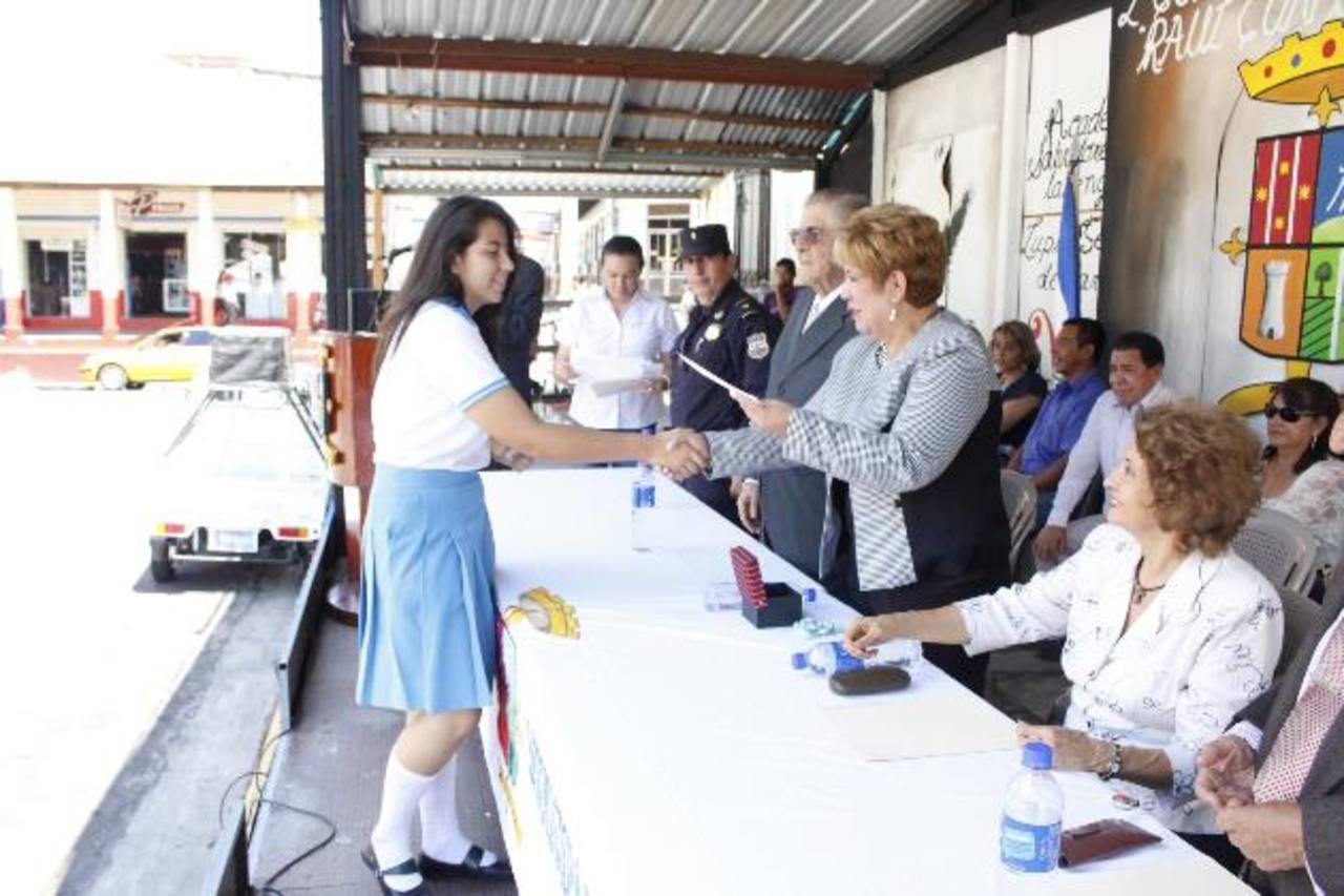 Los reconocimientos fueron entregados por la alcaldesa Guadalupe Serrano de Martínez Foto /cortesía.