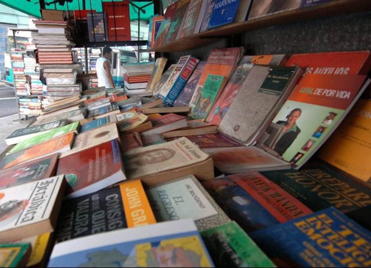 La venta de libros ha sido afectada por la piratería y la inseguridad, el impuesto agudizaría la crisis del sector.