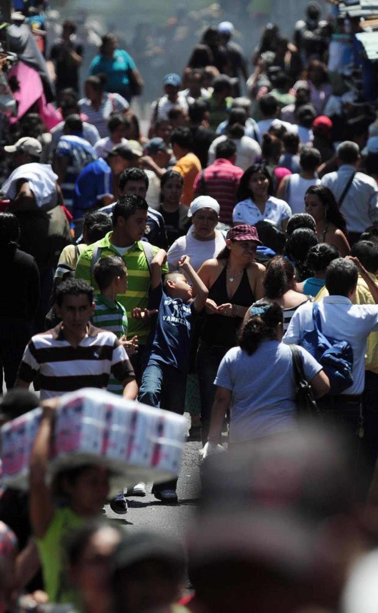 """La """"fábrica de empleos"""" que prometió el presidente Mauricio Funes se dejó en el olvido y miles de personas siguen desempleadas. foto edh / Archivo"""