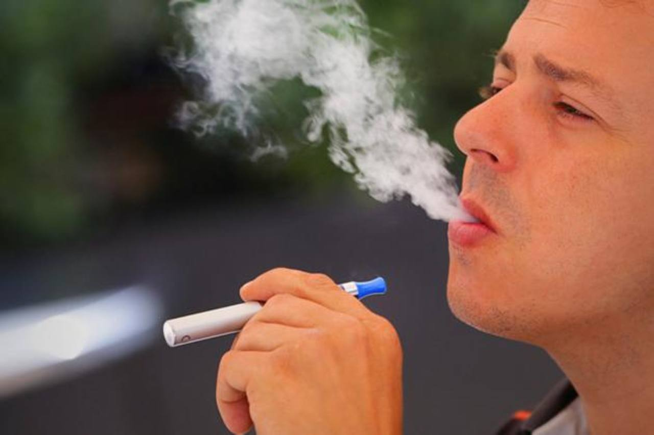 Cigarrillo electrónico podría ayudar a fumadores