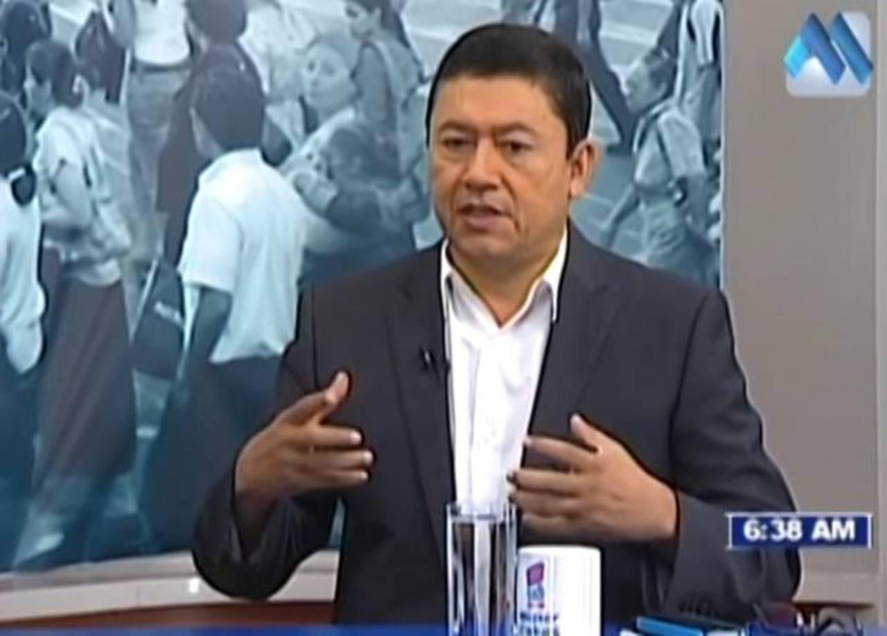 Salgado dejó ver ayer en una entrevista en Canal 21 sus diferencias con el presidente de la Corte de Cuentas. Foto EDH