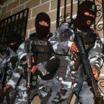 Efectivos de la Policía Nacional de Honduras durante un operativo antipandillas.