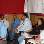 Pacientes y autoridades del hospital se reunieron para aclarar el mal entendido con el doctor Ávila. Fotos edh / INSY MENDOZA