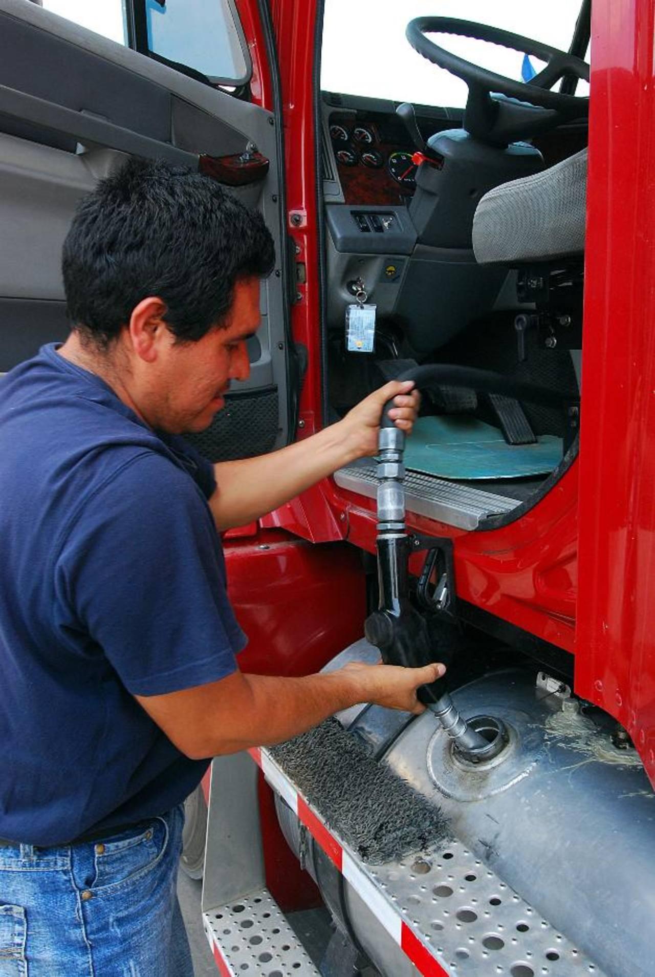 Honduras se ha planteado las compras a Azerbaiyán como solución al déficit de combustibles. FOTO EDH/ archivo.