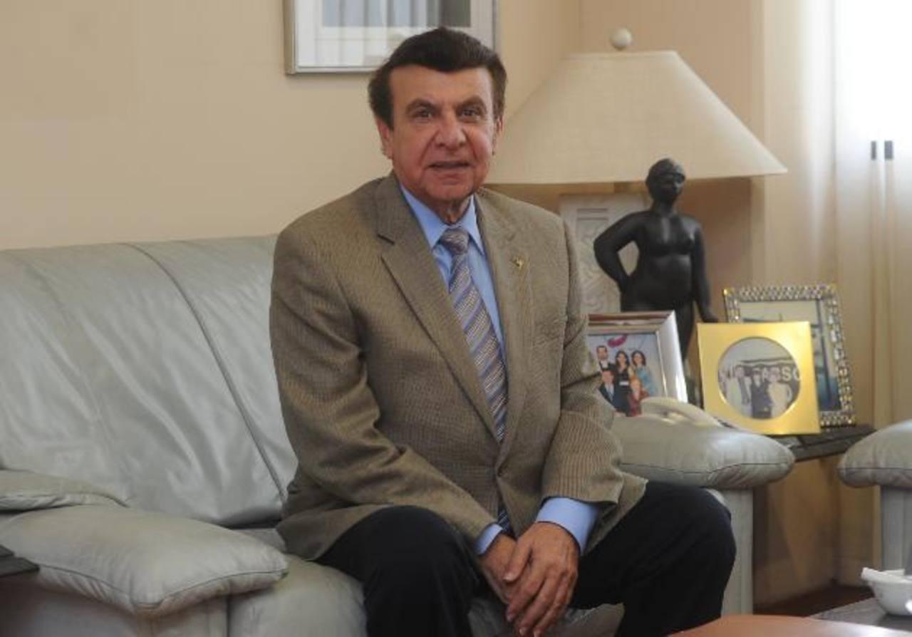 Víctor Silhy fundó la primera farmacia San Nicolás en 1965, frente al parque Hula Hula.
