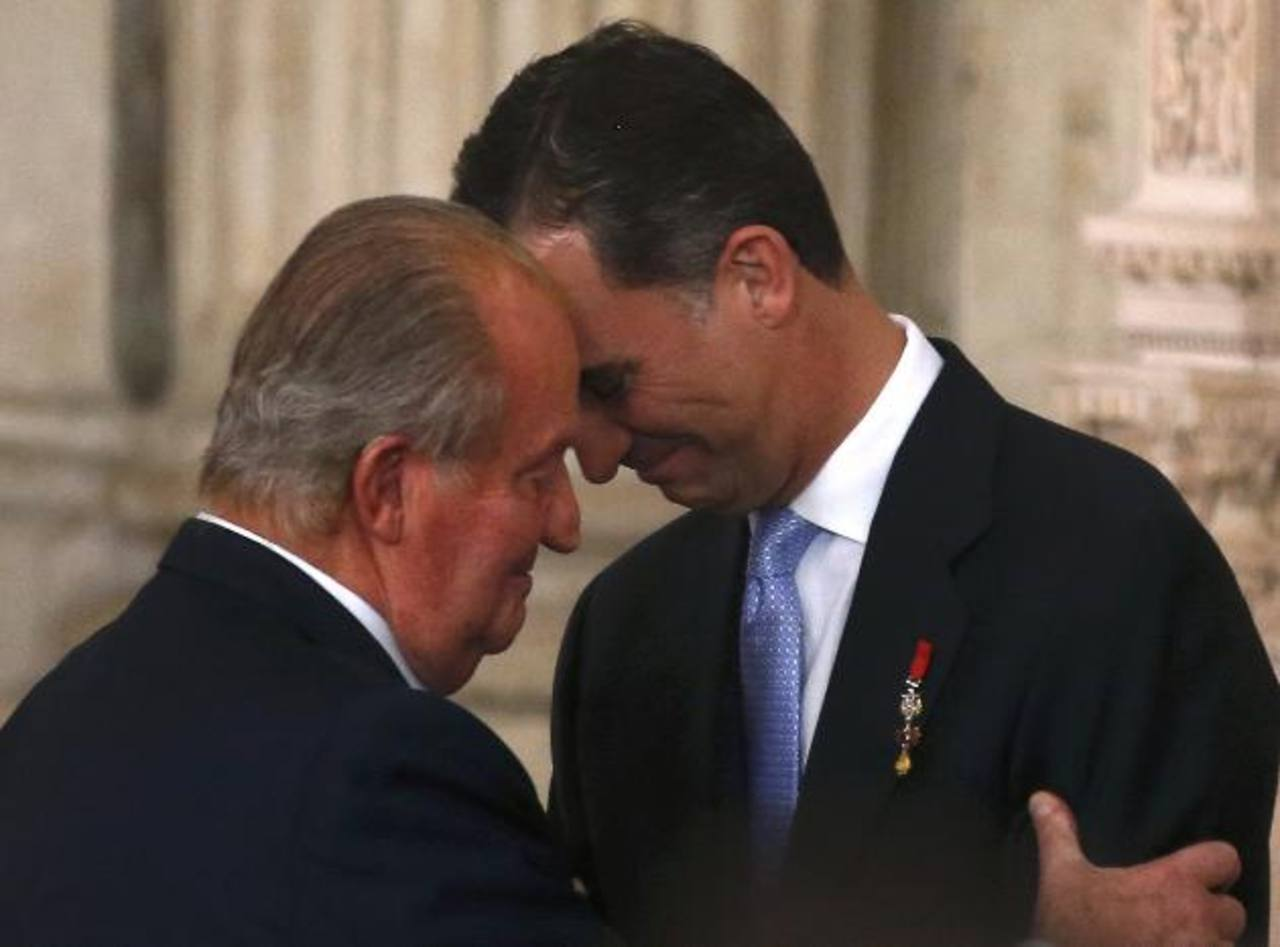 Juan Carlos I firma ley por la que abdica del trono español