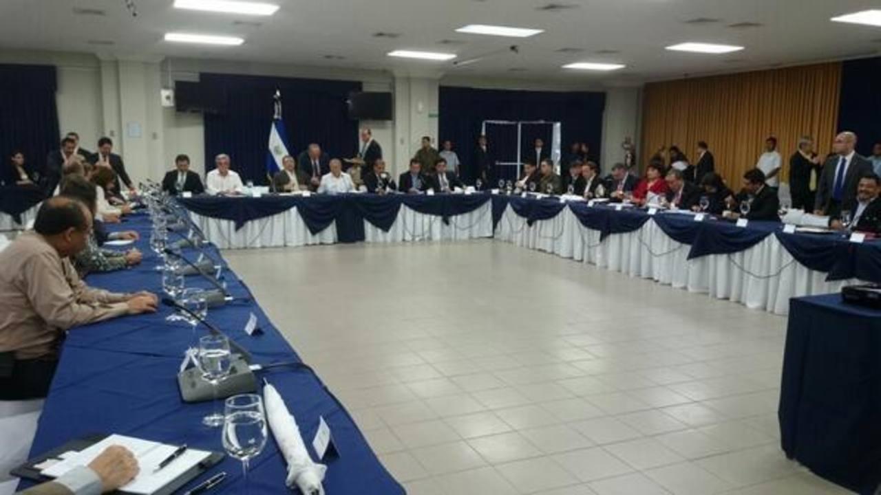 Los ministros en la primera reunión en Casa Presidencial