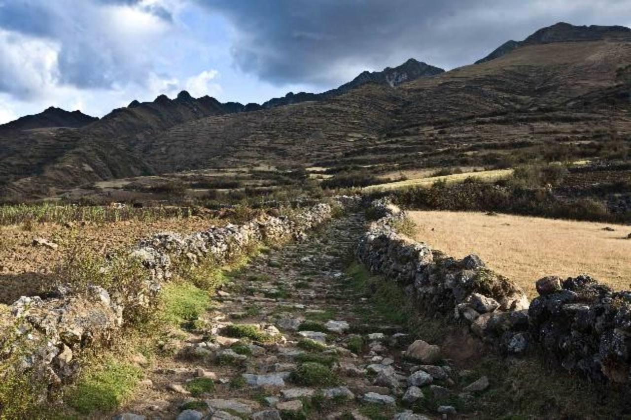 Los senderos del Qhapaq Ñan o Camino del Inca empezaron a construirse hace 2.000 años. La vía principal tiene de norte a sur una extensión de 6.000 kilómetros.