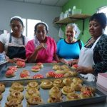Entre los talleres que se imparten en esta municipalidad, el de panadería es uno de los de mayor demanda entre las mujeres, en su mayoría jefes de hogar. Foto /Cortesía Alcaldía