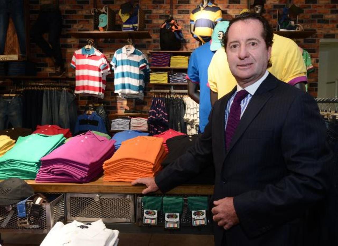 El gerente Carlos Arturo Calle estuvo presente para la inauguración oficial de la tienda en El Salvador. edh/ Mauricio Cáceres