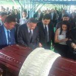 El expresidente Funes llega al funeral de su madre luego de entregar la presidencia