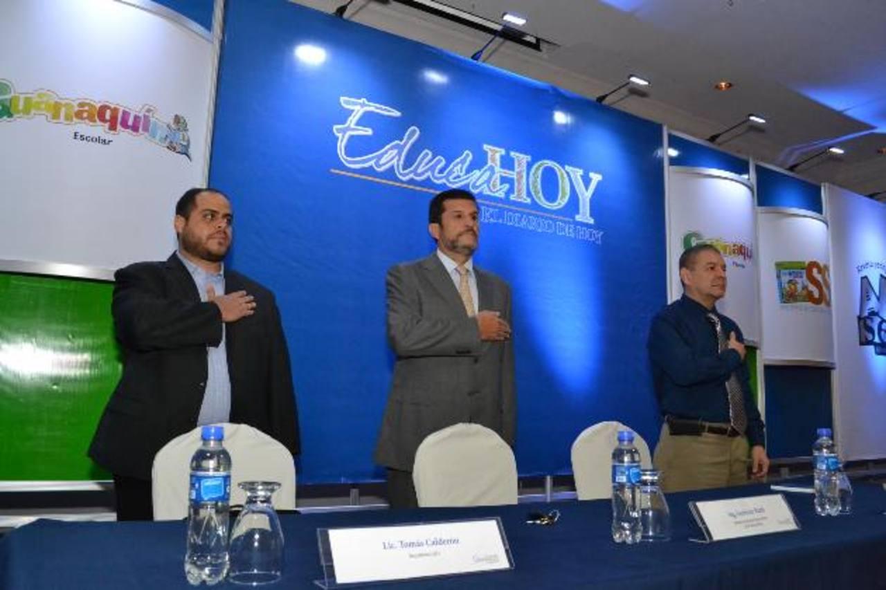 Presidieron el acto Lic. Tomás Calderón, de DTJ; Ing. Federico Rank, de El Diario de Hoy, y Lic. Mario Alvarenga, del Mined.