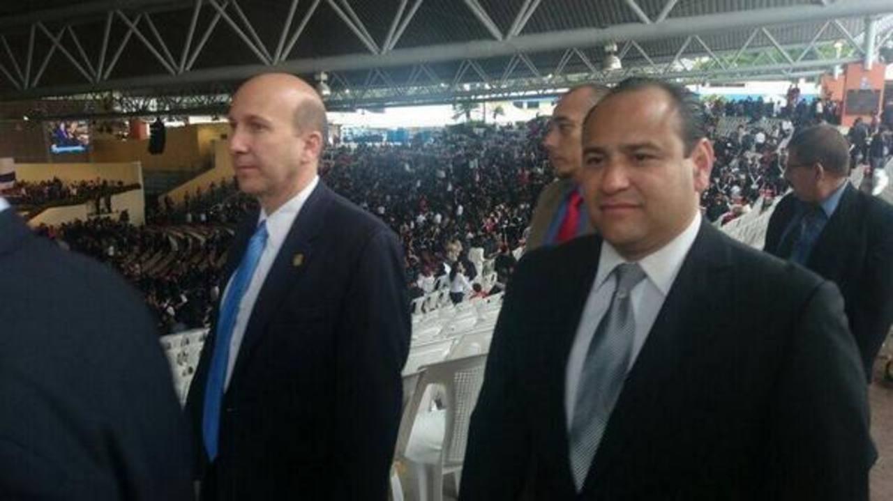 Los empresarios Javier Simán de ASI y Carlos Guerrero, de CASALCO, llegaron al CIFCO a la toma posesión del nuevo gobierno.