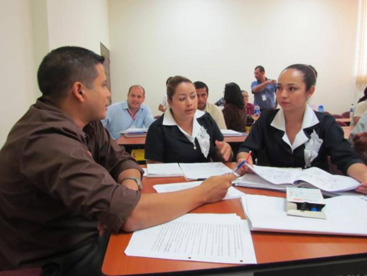 El personal de Salud tendrá que replicar lo aprendido durante la capacitación. Foto edh / MAURICIO GUEVARA