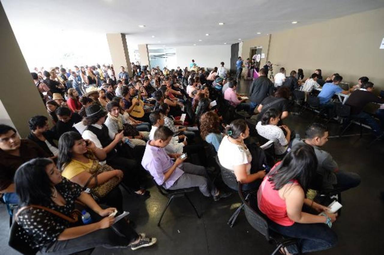 Ser mayor de 13 años y tener buena disposición para el canto son los principales requisitos. Las audiciones continuarán hoy en el Foro 5 de TCS. foto EDH /Marlón Hernández