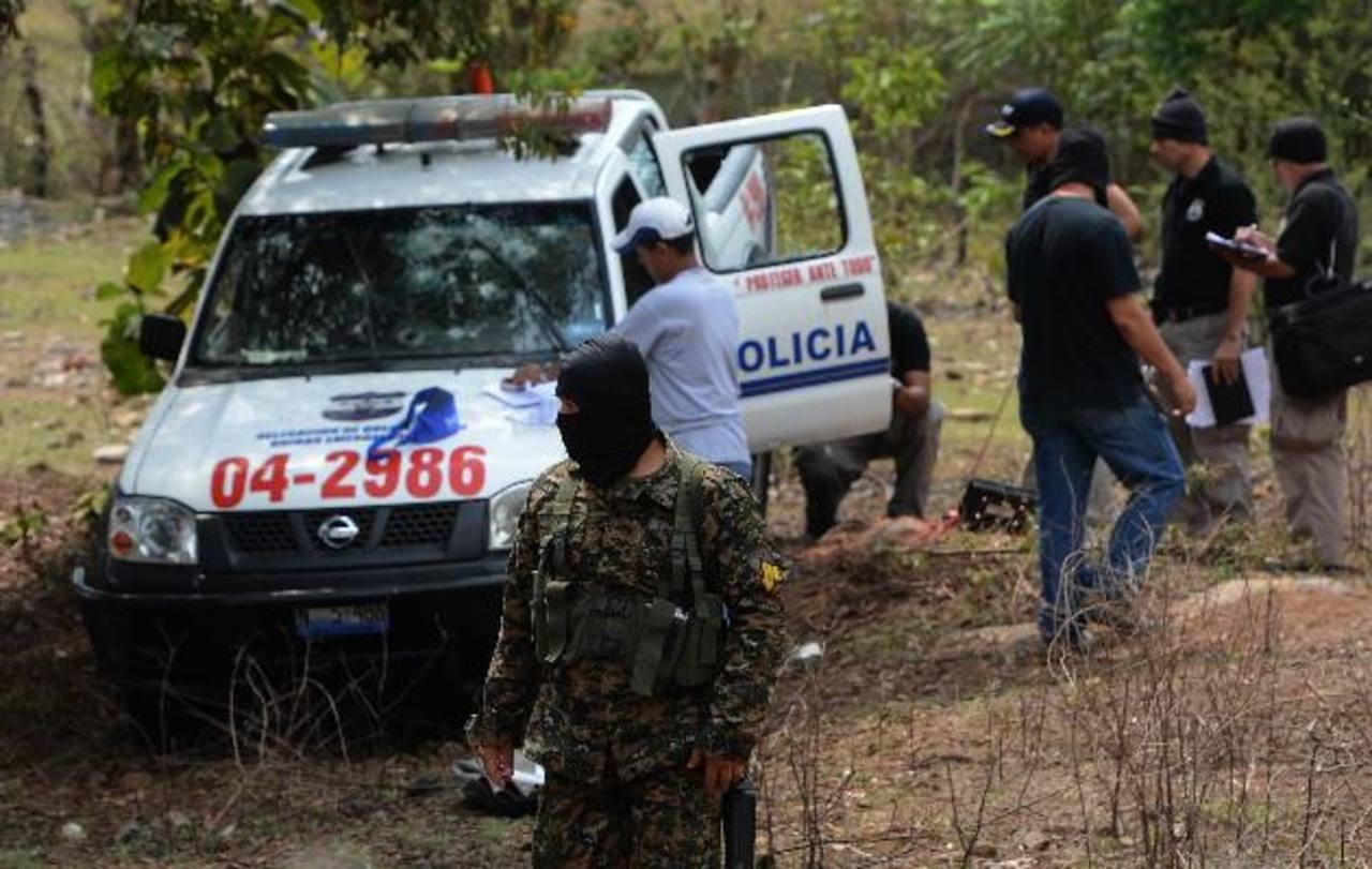 Patrulla de Quezaltepeque emboscada por pandilleros de la 18. En el hecho un policía murió y dos fueron heridos. Foto EDH / ARCHIVO
