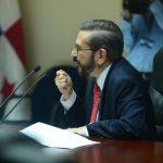 Claudio De Rosa llegó ayer a la Asamblea Legislativa para explicar su participación como directivo de Conasol.