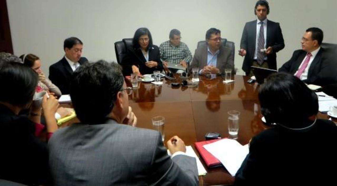 Una delegación del FMI se reunió con representantes de Gobierno esta semana. foto edh