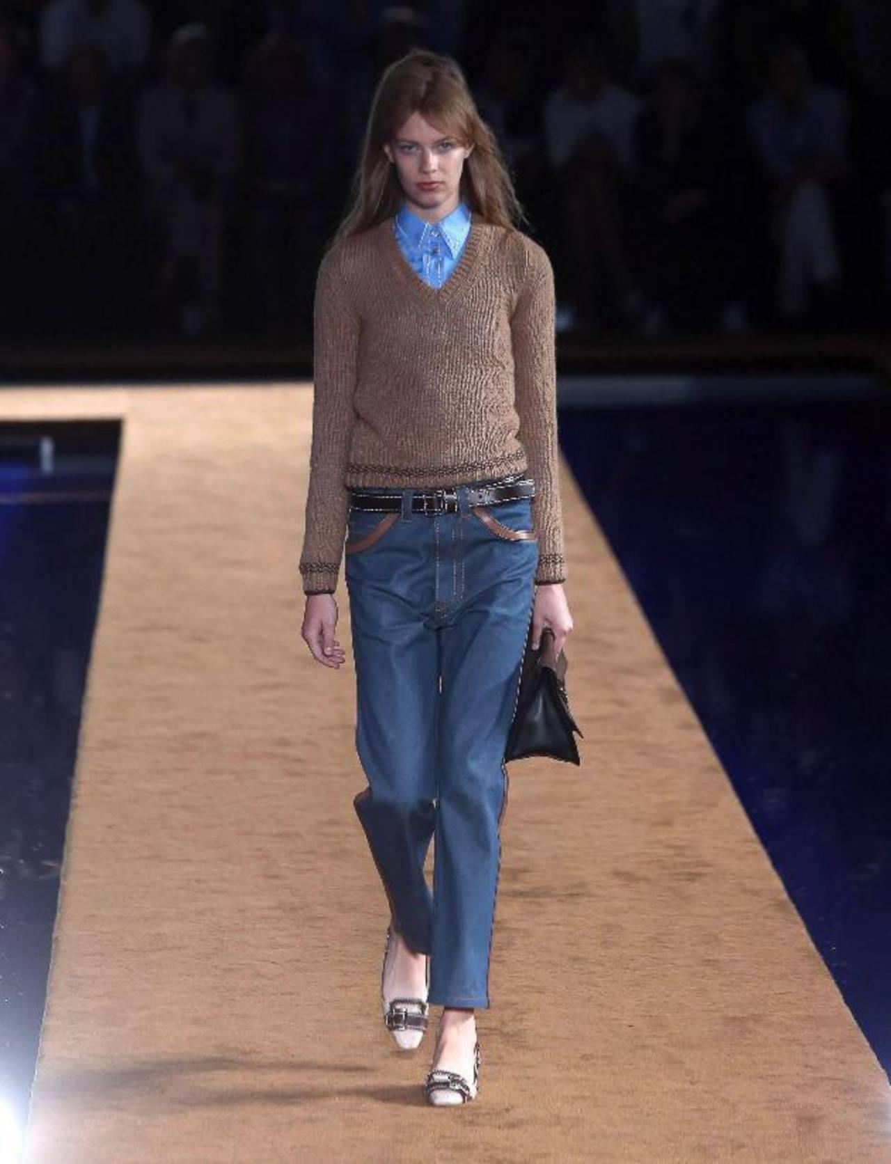 Modelos mujeres lucieron ropa diseñada por Prada para hombres.