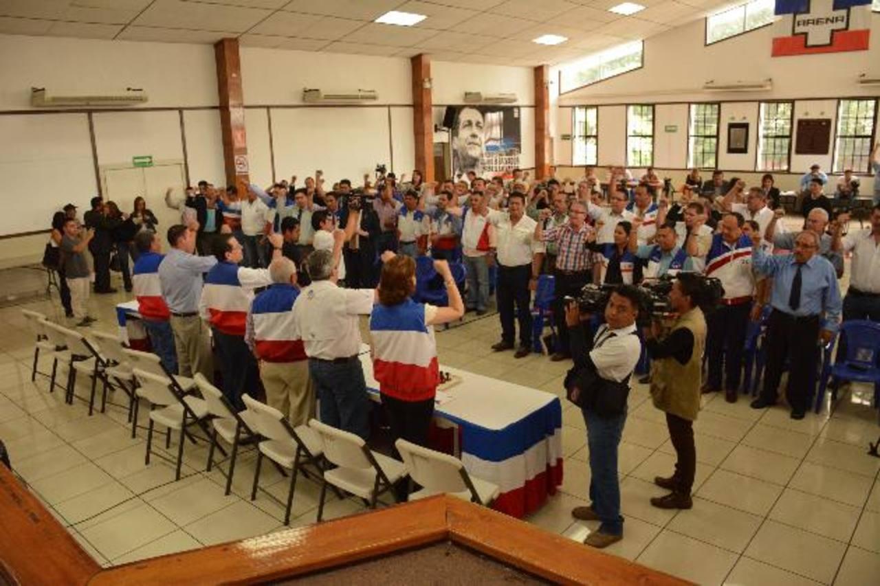 El CEN juramentó el pasado jueves a los miembros de las 14 Comisiones Electorales Departamentales. foto edh / archivo