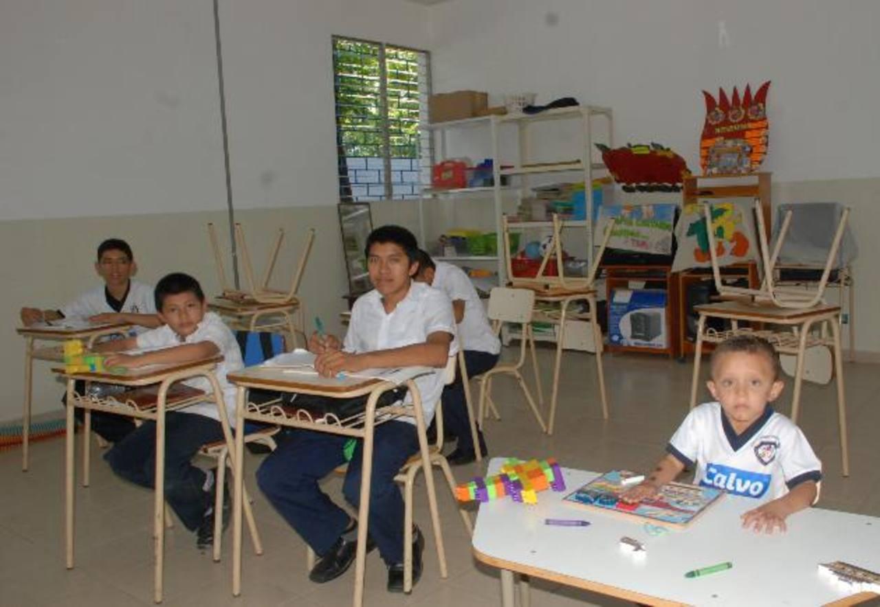 Los educadores asisten a las jornadas de trabajo por su compromiso con los alumnos. Foto edh / insy mendoza