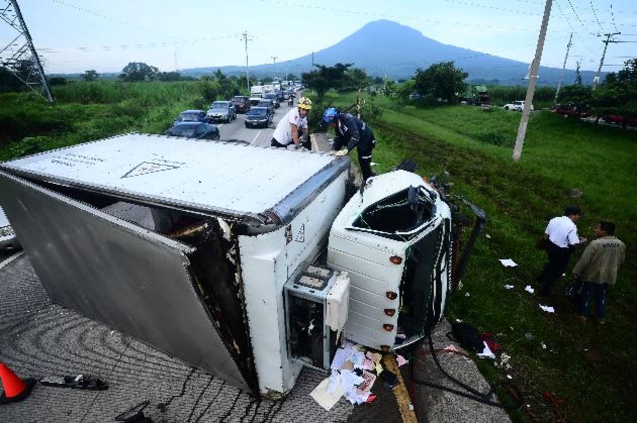Varios empleados de Ciudad Mujer heridos en accidente en redondel Integración