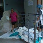 Pacientes denuncian la falta de algunos medicamentos básicos como anestesia y suero. Foto edh / Lucinda Quintanilla
