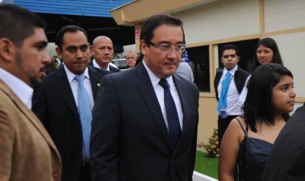 Fiscal Luis Martínez tras finalizar la ceremonia de toma de posesión de la presidencia de Salvador Sánchez Cerén.