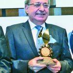 Arturo Zablah, presidente de Capri, recibió el galardón.