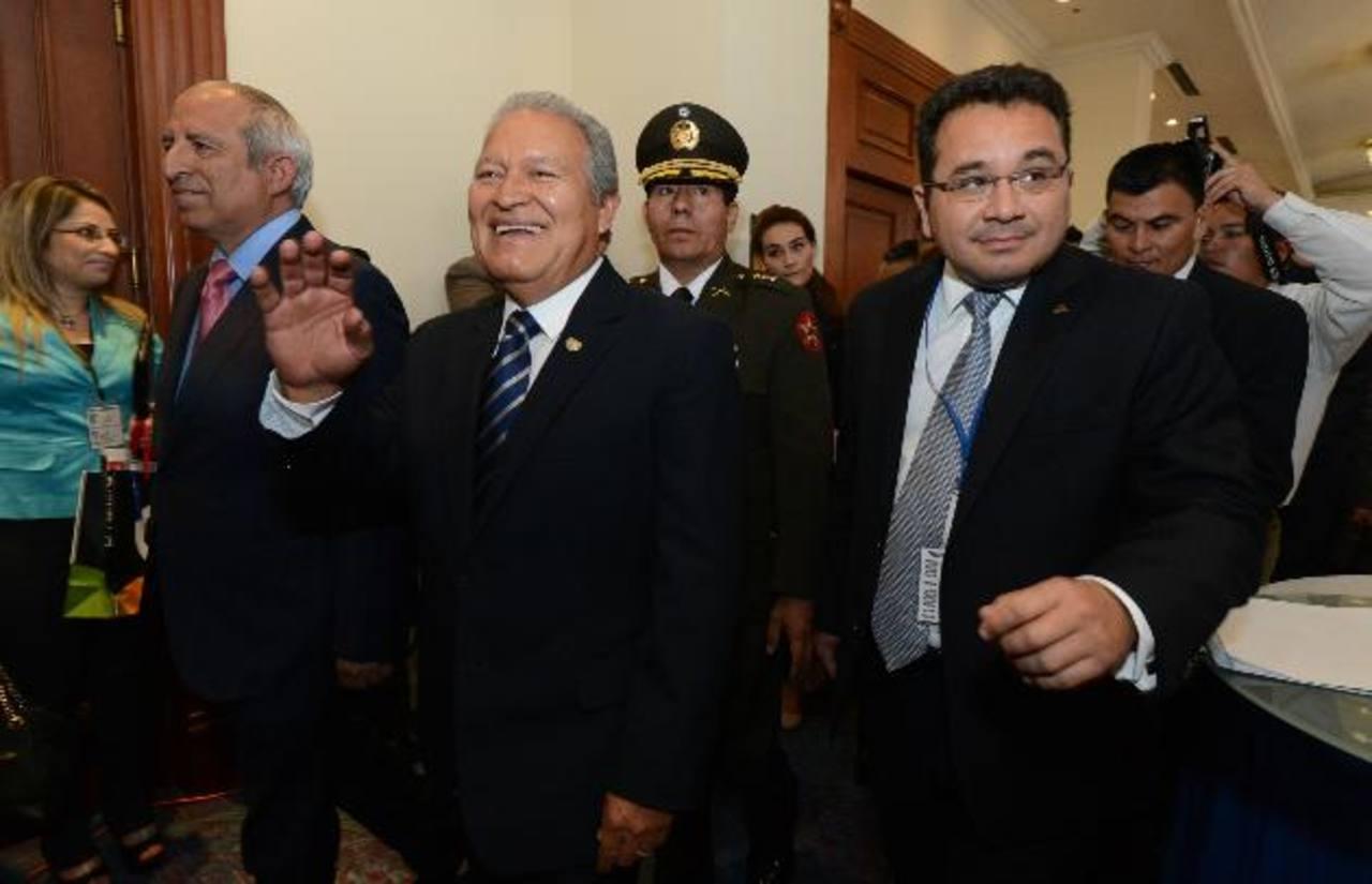 El diputado Sigfrido Reyes, el presidente Salvador Sánchez Cerén y Jorge Daboub. EDH / Archivo