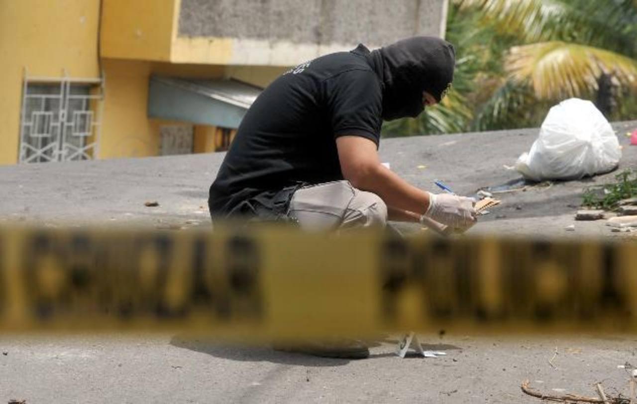 Los enfrentamientos entre policías y pandilleros han dejado más de 15 mareros muertos y unos 30 heridos. Foto EDH / Archivo.
