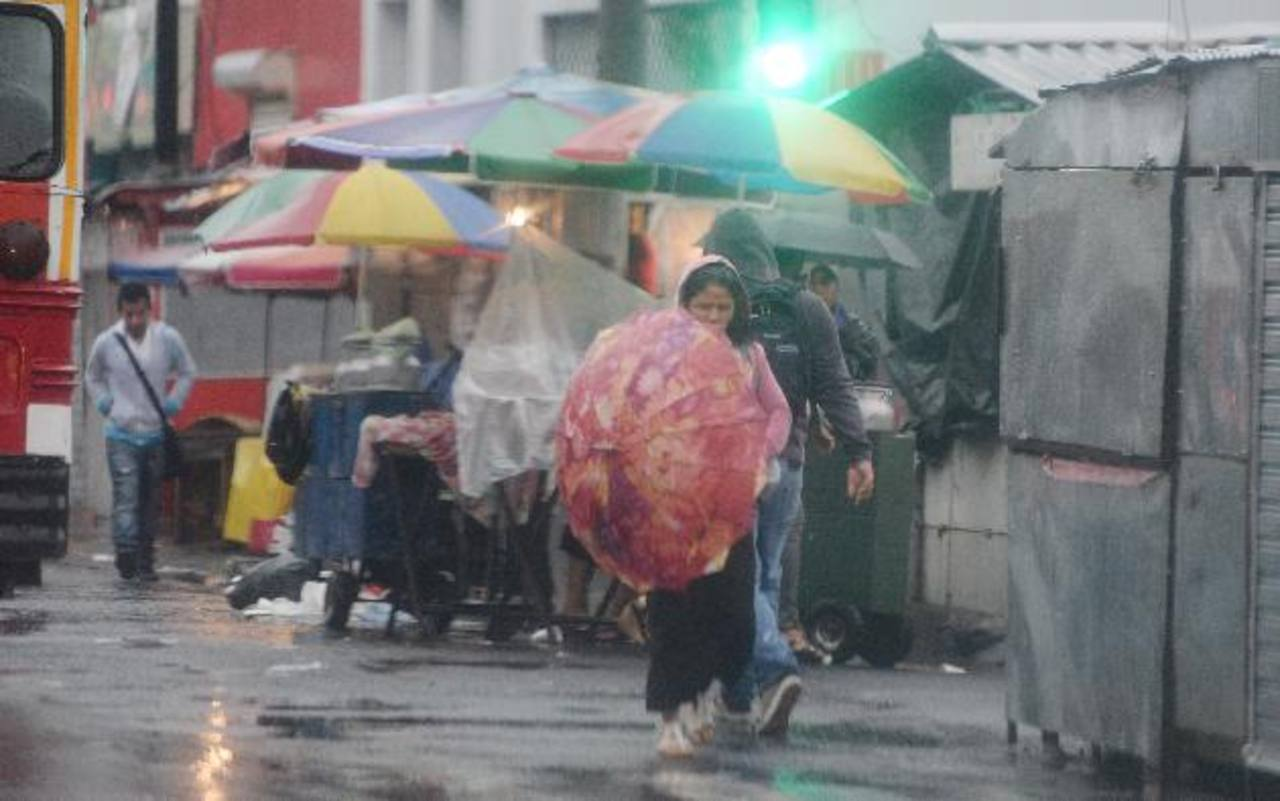 Mantienen alerte verde por lluvias en el país