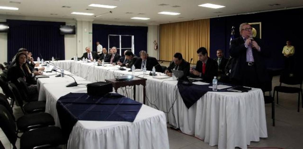 La cita tuvo lugar en el Salón de usos múltiples de la Casa Presidencial. foto EDH / Cortesía