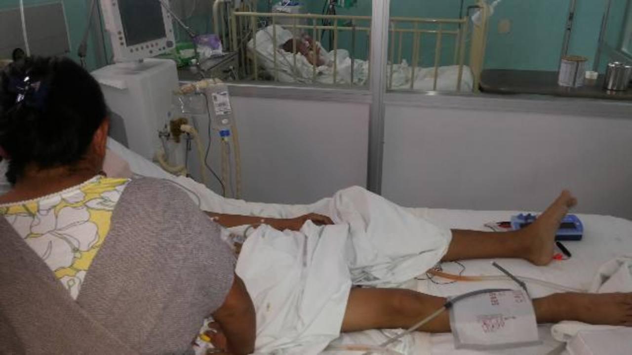 El joven pasó 19 días en la Unidad de Cuidados Intensivos del hospital Bloom después de la operación. Foto EDH / Yamileth Cáceres