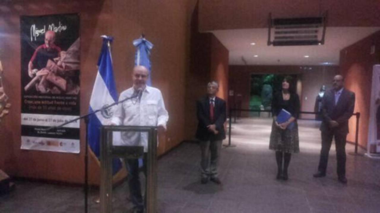 Miguel Martino en el MUNA. Junto a él Ramón Rivas, secretario de Cultura.