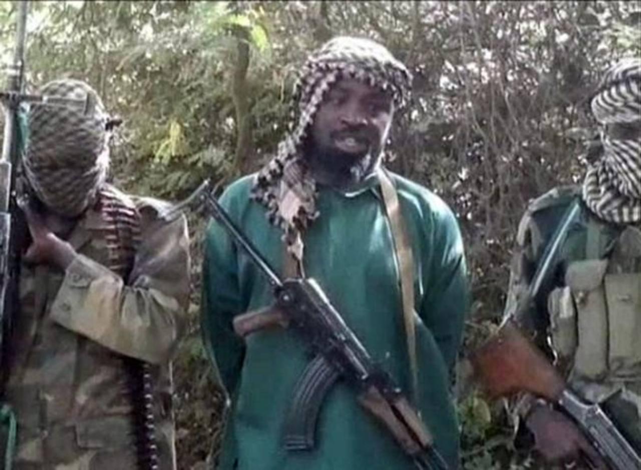 Abubakar Muhamad Shekau (der.) es el cabecilla del grupo terrorista Boko Haram. foto edh / tomada de internet