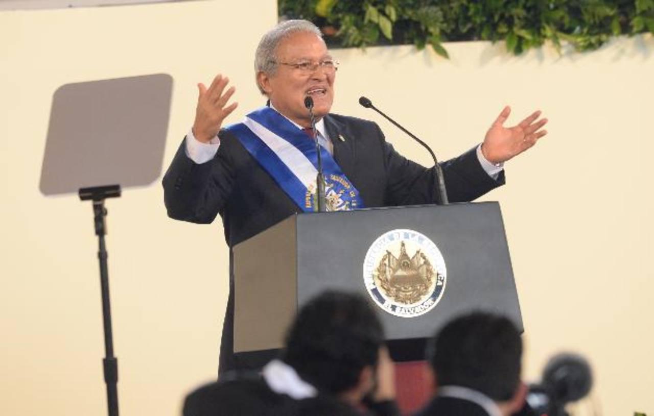 Salvador Sánchez Cerén, en su discurso tras ser juramentado como presidente del país para el periodo 2014-2019, además de apelar a la conciliación y unidad para lograr un país en paz, en progreso e inclusivo, ofreció apostar por la educación e invers
