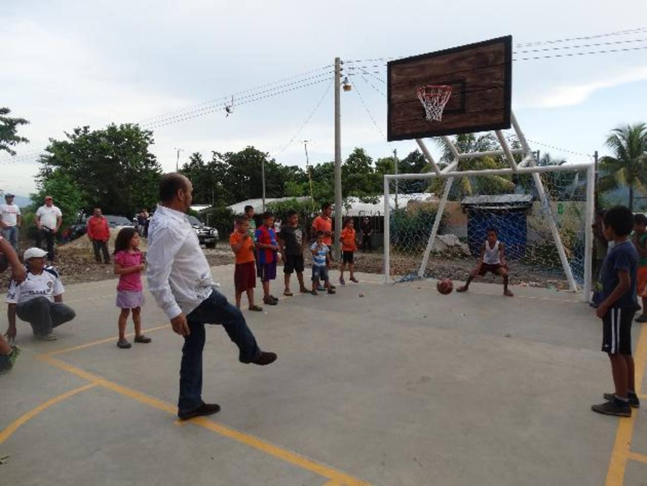 Construyen una cancha en zona rural del San Julián
