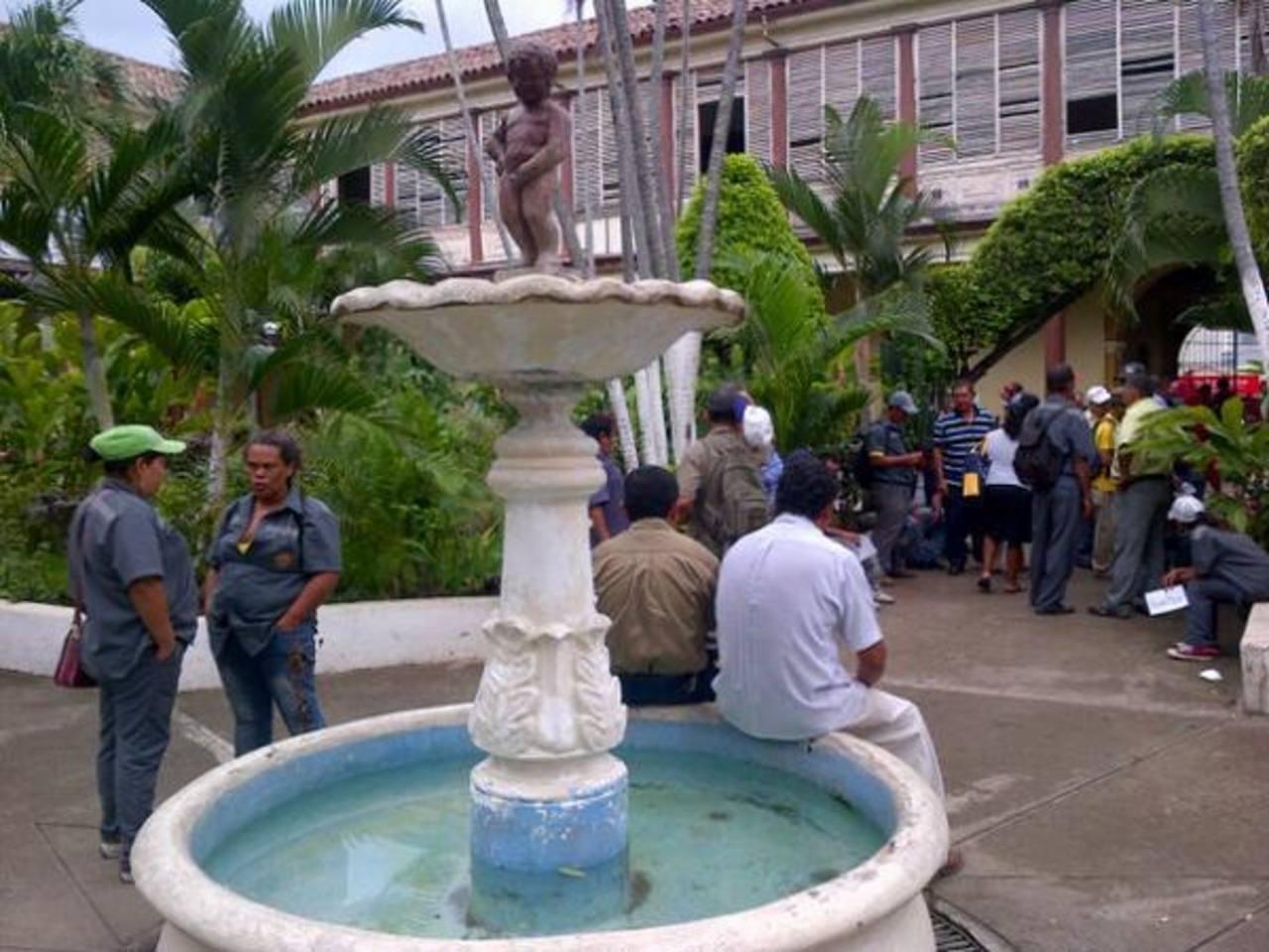 Sindicalistas de alcaldía de Santa Ana se declaran en huelga