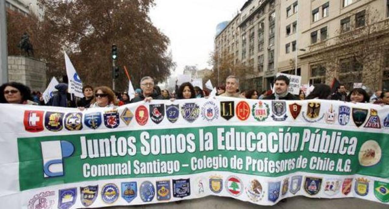 Profesores chilenos protestan por reforma educacional