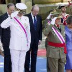Rey de España preside desfile antes de abdicar