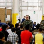 """EE.UU. baraja cualquier """"opción legal"""" para detener ola de niños inmigrantes"""