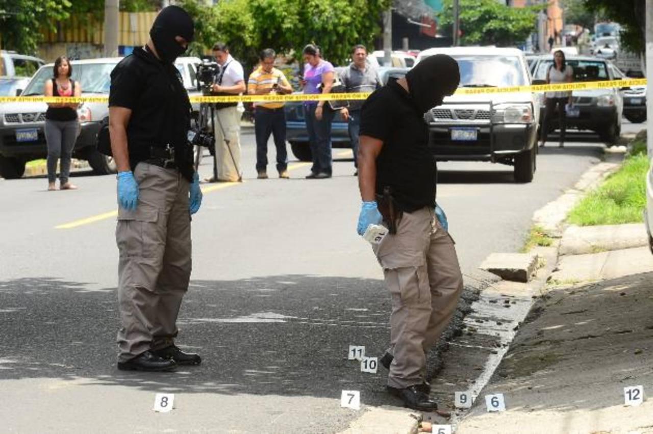 La Policía encontró unos 12 casquillos en el taller donde ultimaron a los hermanos Ricardo Ernesto y Gerardo Eliseo, ambos de apellido Montano. Foto EDH / Omar Carbonero