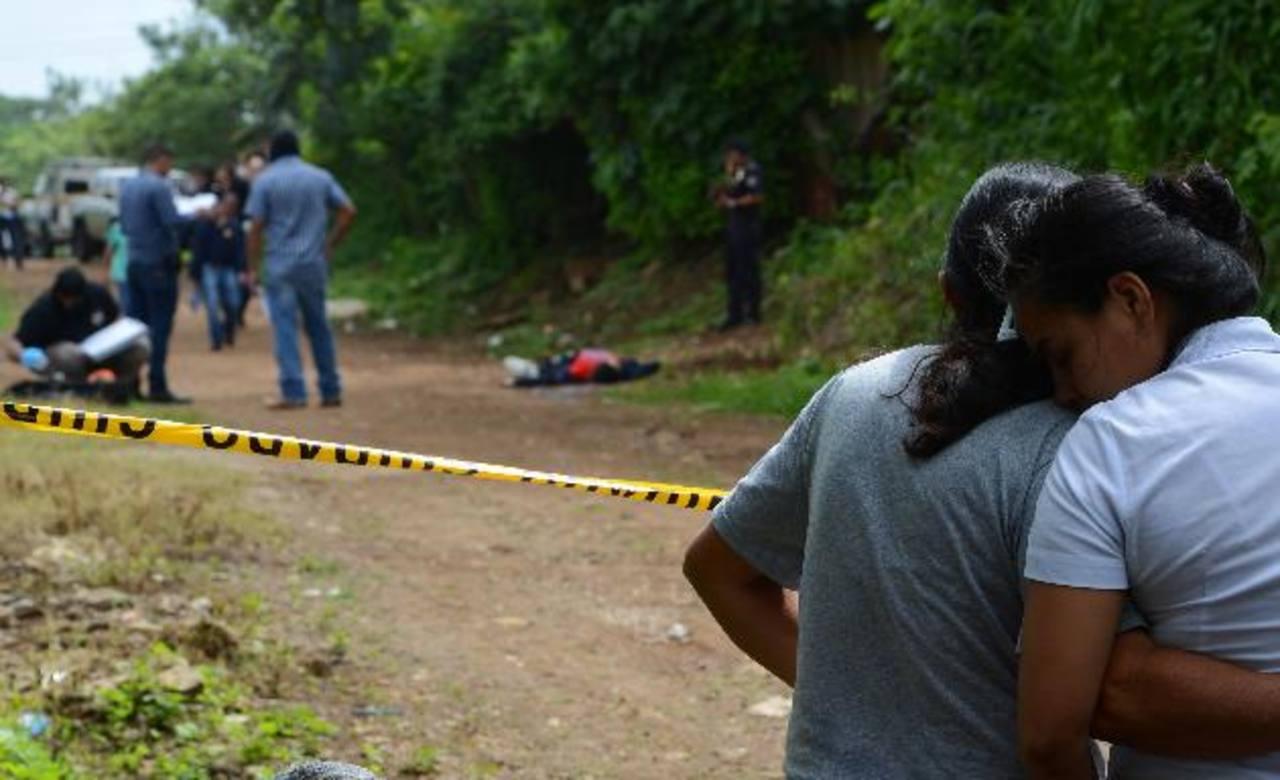Nelson Isaías Rivas, de 24 años, fue ultimado cuando regresaba de trabajar en San José Villanueva, La Libertad. Tenía dos días de estar laborando como vigilante. Foto EDH / Jaime Anaya.