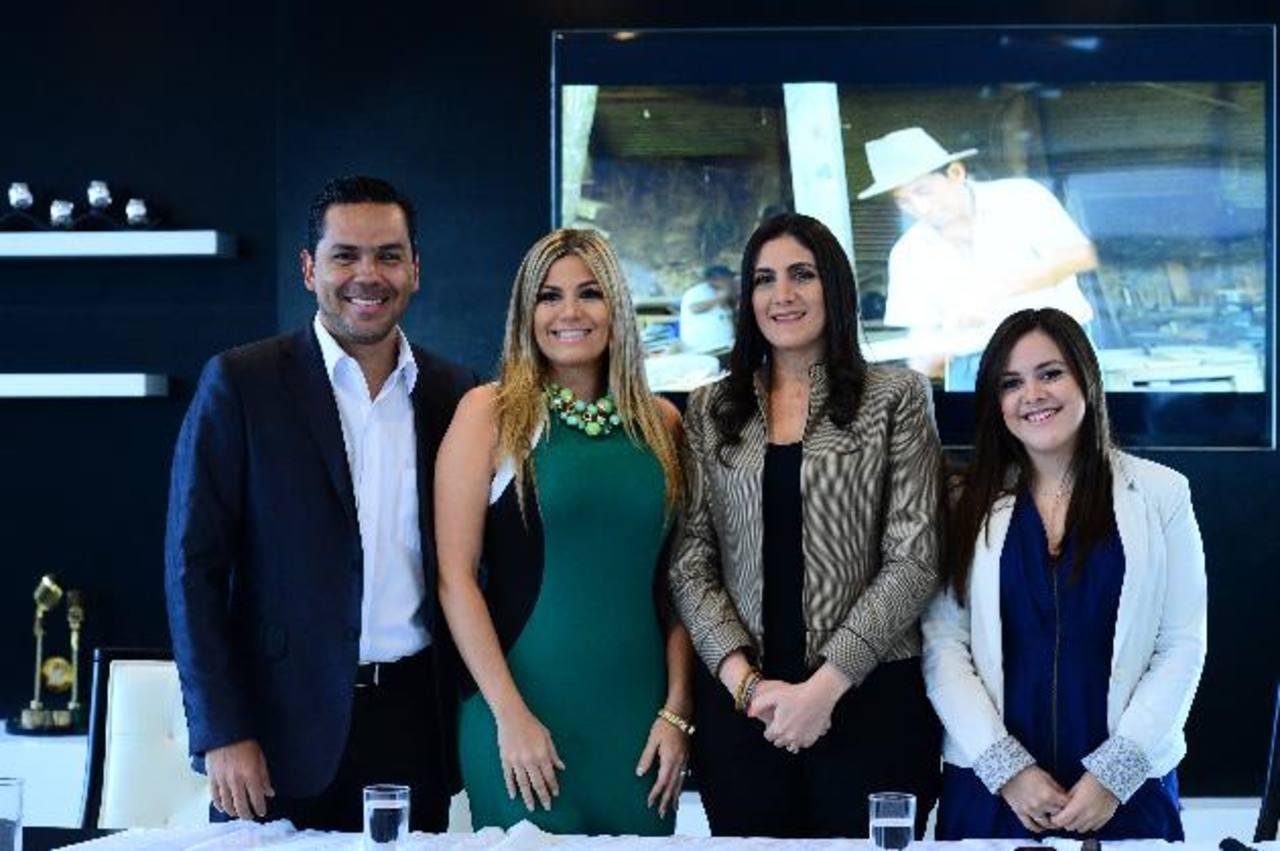 Roberto Acosta, Katya Carranza, Brenda de Miguel y Mónica Solís durante el lanzamiento. foto edh / omar carbonero