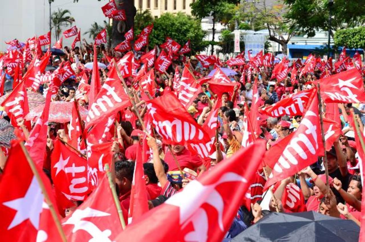 La militancia del FMLN celebraba esta tarde la investidura de Salvador Sánchez Cerén y Óscar Ortiz.