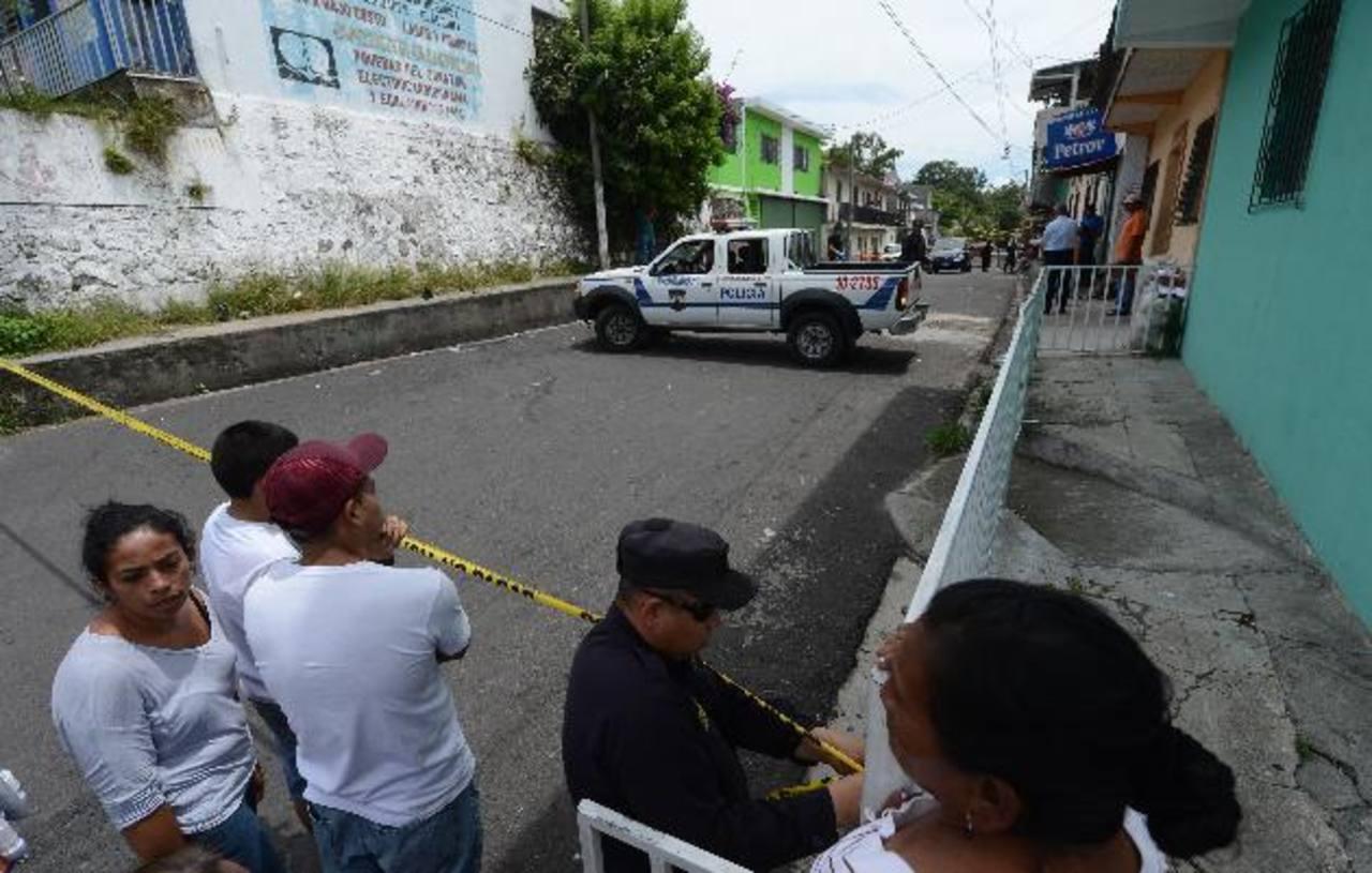 Benedicto Alexánder Martínez Quintanilla, asesinado ayer entre la 7a. Calle Poniente y la Avenida José María Rivas, barrio Concepción, Cojutepeque. Foto EDH / Jaime Anaya