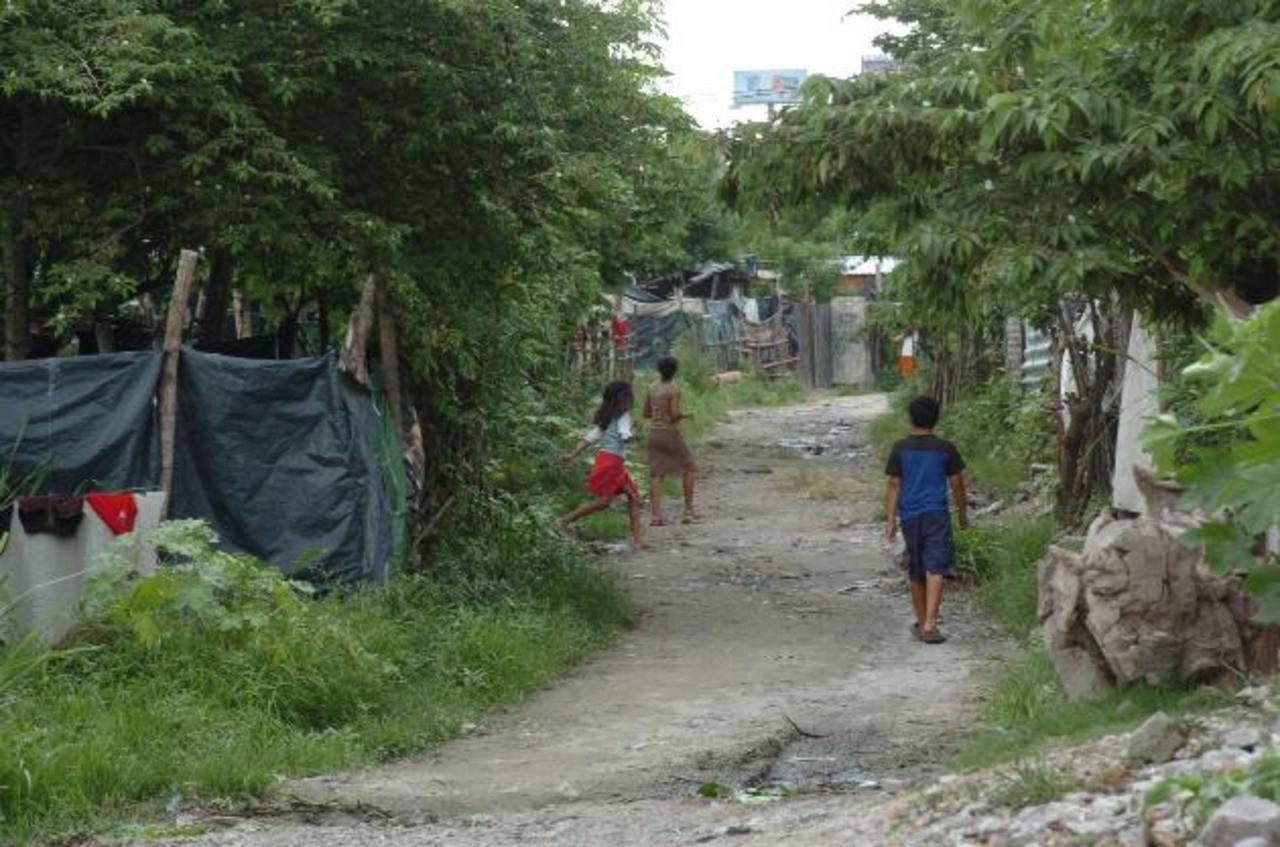 Como parte de su misión principal, el Banco Mundial se enfoca en erradicar la extrema pobreza en el mundo. foto EDH /archivo